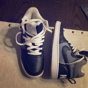 Women's Nike black and white sneakers